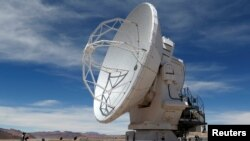 FILE PHOTO: A parabolic antenna of the ALMA (Atacama Large Millimetre/Submillimetre Array) project is seen at the El Llano de Chajnantor in the Atacama desert, some 1730 km (1074 miles) north of Santiago and 5000 meters above sea level, March 12, 2013. REUTERS/Ivan Alvarado/File Photo