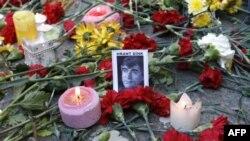 Цветы в память о Гранте Дике
