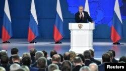 El presidente de Rusia, Vladimir Putin, habla a la Asamblea Federal de su país, incluidos los parlamentarios de la Duma, miembros del Consejo de la Federación, gobernadores regionales y otros altos funcionarios. Moscú, febrero 20, 2019.