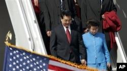 胡锦涛主席和夫人昔日访美,2006年4月18日抵达华盛顿州