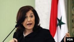Bouthaina Shaaban, penasihat Presiden Suriah saat mengumumkan langkah-langkah reformasi di Damascus (24/3).