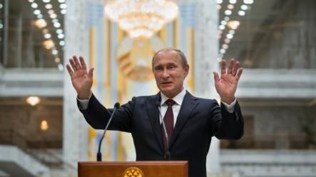 លោកប្រធានាធិបតីរុស្សីVladimir Putin កំពុងថ្លែងទៅកាន់ក្រុមអ្នកសារព័ត៌មានបន្ទាប់ពីជំនួបជាមួយប្រធានាធិបតីអ៊ុយក្រែននីក្នុងទីក្រុងMinsk ក្នុងប្រទេសបេឡារុសកាលពីថ្ងៃទី២៧ខែសីហាឆ្នាំ២០១៤។
