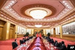 中國國家主席習近平與南蘇丹總統基爾2018年8月31日在北京人民大會堂會晤。基爾 到北京參加9月3日至4日舉行的中非合作論壇。