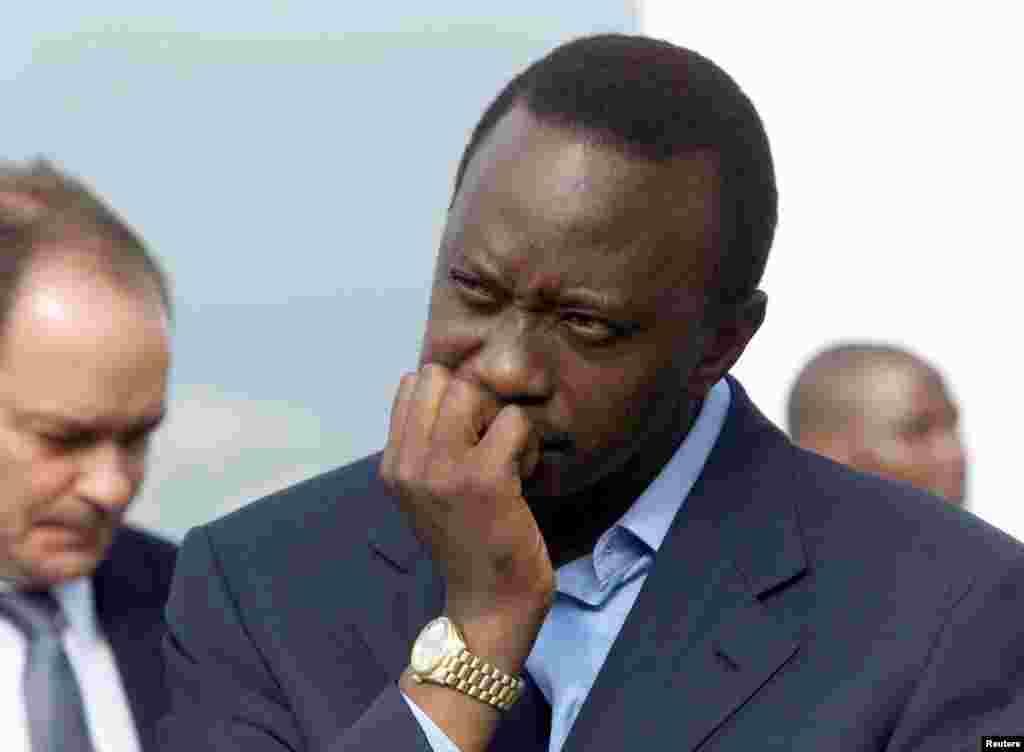 Uhuru Kenyatta mgombea kiti kwa niaba ya chama tawala KANU akizungumza na Wakenya wa Ulaya Disemba 2002