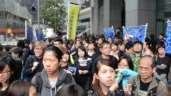 Thousands in Hong Kong Protest Violence Against Editor