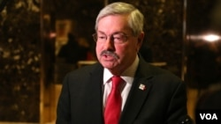 FILE - Terry Branstad, the governor of Iowa, speaks to reporters at Trump Tower after a meeting with Donald Trump. Branstad would later be named the United States ambassador to China. (R. Taylor / VOA)