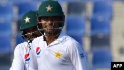 دوسری اننگز میں پاکستانی اوپنر فخر زمان 66 رنز بنا کر آوٹ ہوئے۔