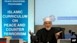 Dr Muhammad Tahir ul-Qadri dari Pakistan, pendiri Minhaj-ul-Quran International, pada peluncuran 'Kurikulum Islam bagi Perdamaian dan Kontra Terorisme,' di London, Selasa (23/6).