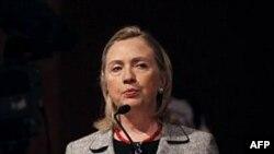 """Clinton: """"Sosyal Medya Siteleriyle Gençlere Ulaşıyoruz"""""""
