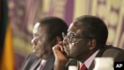 Zimbabwean President Robert Mugabe, right, with Prime Minister Morgan Tsvangirai, Harare, Nov. 11, 2011.