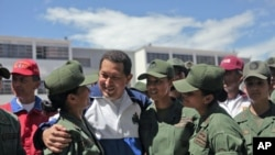 Venezuela's President Hugo Chavez (C) talks to soldiers as he attends a ceremony at the military academy in Caracas July 7, 2011