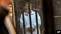 지난달 28일 열린 재판에 나온 무르시 전 대통령의 모습.