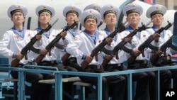 戰雲密布下北韓閱兵 中國高官缺席(19圖)