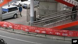 乌鲁木齐街头的标语口号