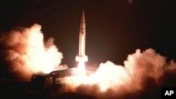 지난 1996년 3월 중국군 제2포병 부대가 지대지 미사일 시험발사를 실시했다며, 중국 관영 '신화통신' 공개한 사진.