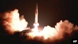 中国人民解放军第二炮兵部队发射的导弹(资料照片)