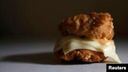 El 33 por ciento de las calorías que aportan los productos adquiridos en tiendas o quioscos derivan de grasas y azúcares agregados.