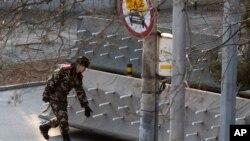 2015年12月24日中国当局关闭了北京通往三里屯使馆区的道路。