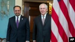 El secretario de Estado, Rex Tillerson, recibe a su homólogo afgano, Salahuddin Rabbani, en el Departamento de Estado.