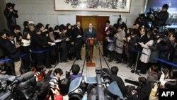 Trợ lý Ngoại trưởng Hoa Kỳ Kurt Campbell trả lời họp báo sau cuộc gặp với Ngoại trưởng Nam Triều Tiên Kim Sung-hwan tại Seoul, ngày 5/1/2012