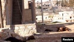 ဓာတုလက္နက္နဲ႔ တိုက္ခိုက္ခံရတယ္လို႔ ေဒသခံေတြေျပာေနတဲ့ Aleppo ၿမိဳ႕အနီးက Khan al-Assal အရပ္။ (မတ္လ ၂၃၊ ၂၀၁၃)။