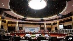လာအိုႏို္င္ငံ၊ ဗီယန္က်င္းၿမိဳ႕မွာ က်င္းပတဲ့ ASEM ညီလာခံ က်င္းပေနစဥ္။