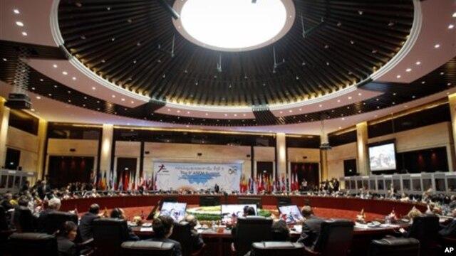 Các nhà lãnh đạo Á Châu và Âu Châu tham dự  Hội nghị Thượng đỉnh ASEM tại Vientiane, Lào.