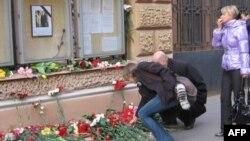 У Генерального консульства Польской Республики в Санкт-Петербурге 10 апреля 2010г.