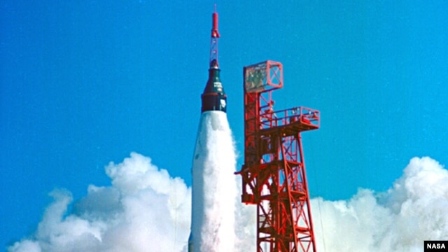 Project mercury alan shepard becomes the first american in space