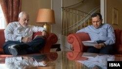 مجید تخت روانچی در کنار محمدجواد ظریف در جریان مذاکرات هستهای