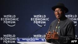 Nijerya Devlet Başkanı Goodluck Jonathan Dünya Ekonomik Forumunda yardım sözü veren ülkelere teşekkür ederken