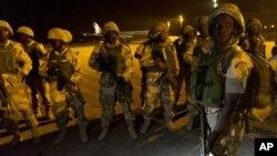17일 서아프리카연합군 일환으로 말리 바마코 공항에 도착한 나이지리아 군인들.