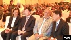 Dari kiri ke kanan: Anwar Ibrahim, Thaksin Sinawatra, Jose Ramos-Horta dan mantan menlu Hassan Wirajuda. (Photo: VOA)