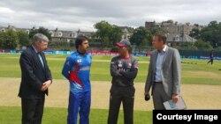 اضغر ستانکزی کپتان تیم ملی کرکت افغانستان ببا کپتان تیم امارات متحدۀ عرب