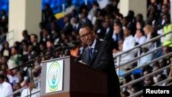 ປ. Paul Kagame ແຫ່ງຣວັນດາ ກ່າວຄຳປາໄສ ໃນລະຫວ່າງ ການທຳພິທີ ໄວ້ອາໄລ ແກ່ພວກທີ່ເສຍຊີວິດໄປ ທີ່ນະຄອນຫຼວງ Kigali, ວັນທີ 7 ເມສາ 2014.