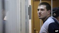 9일 푸틴 대통령에 반대하며 시위를 벌인 혐의로 4년 6개월 징역형을 선고받은 맥심 루지아닌.