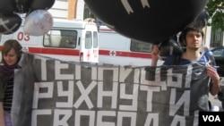 Плакат в поддержку Алеся Беляцкого