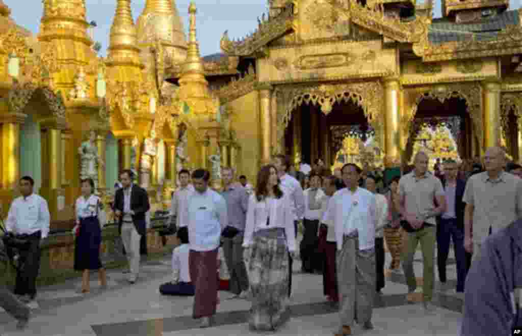 Denmark's Crown Princess Mary, center, visits Shwedagon Pagoda, considered as Myanmar's holiest Buddhist shrine, in Yangon Saturday, Jan. 11, 2014. Mary, accompanied by Denmark's Minister for Development Cooperation Rasmus Helveg Petersen, began a three-d