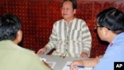 Ông Đinh Đăng Định, trước đây là giáo viên trường trung học phổ thông Lê Quý Đôn, huyện Tuy Đức, bị khởi tố với tội danh 'tuyên truyền chống Nhà nước'