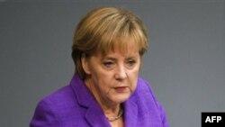 Alman Başbakanı'na Bombalı Paket Gönderildi