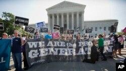 Prosvjednici ispred zgrade Vrhovnog Suda, 30. juni, 2014