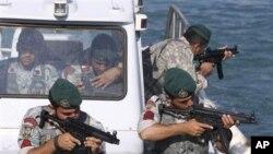 호르무즈 해협에서 훈련하는 이란 해군