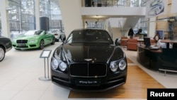 Bentley cars are on sale at a showroom of a dealership at 'Barvikha Luxury Village' shopping mall outside Moscow, Russia, Feb. 1, 2016. As Russia wrestles with an economic crisis, more and more Porsches and Rolls-Royces are appearing on its roads.