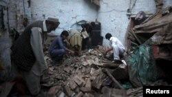 Ruševine u Peševaru, u severnom Pakistanu posle snažnog zemljotresa koji se osetio u Avganistanu, Pakistanu i indiji, 26. oktobar 2015.