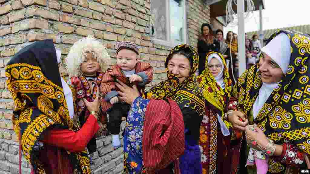 زنانی از ترکمن صحرا. عکس: عالیه سعادتپور ، مهر