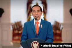 Presiden Jokowi memberi sambutan dalam Dies Natalis ke-59 Fakultas Kehutanan UGM yang juga almamaternya. (Foto: VOA/Nurhadi Sucahyo)