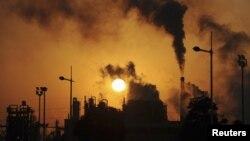 Nhà máy hóa chất ở Trung Quốc (Reuters)