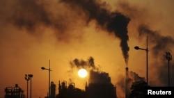 Konsumsi bahan bakar fosil merupakan peyumbang terbesar peningkatan jumlah gas karbon dioksida di atmosfer (foto: dok).