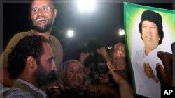 Mucaaradka Libya oo Qasriga Qadaafi Galay