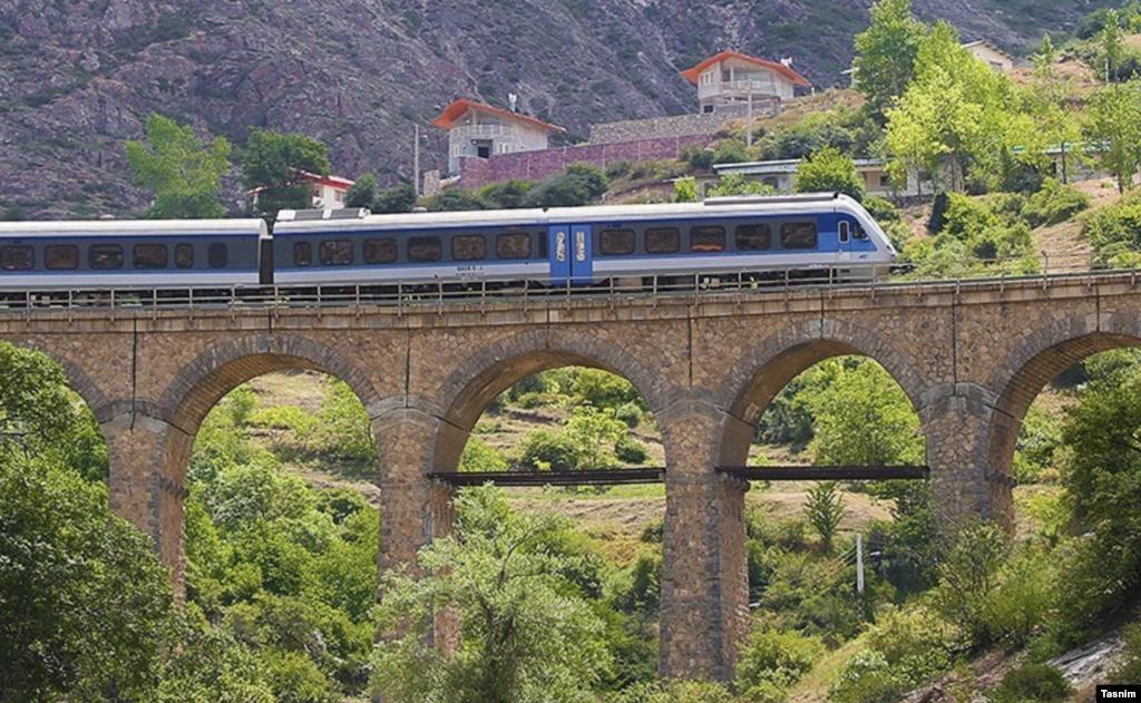 گردشگری یک روزه با قطار در مسیر شمال عکس: وحید احمدی